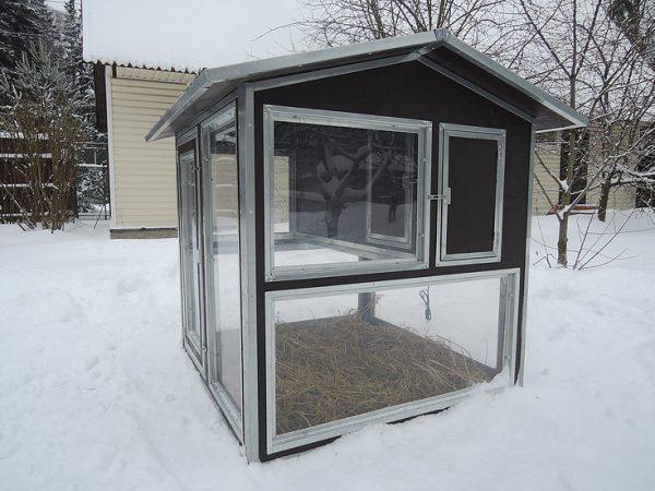 """Фото 1 - Утеплённый домик-курятник с выгулом """"Зимняя мечта"""" на 10 кур."""