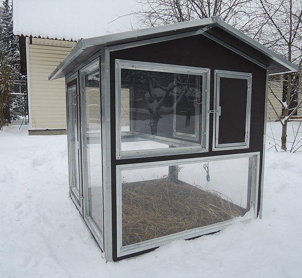 Утеплённый домик-курятник с выгулом Зимняя мечта на 10-15 кур